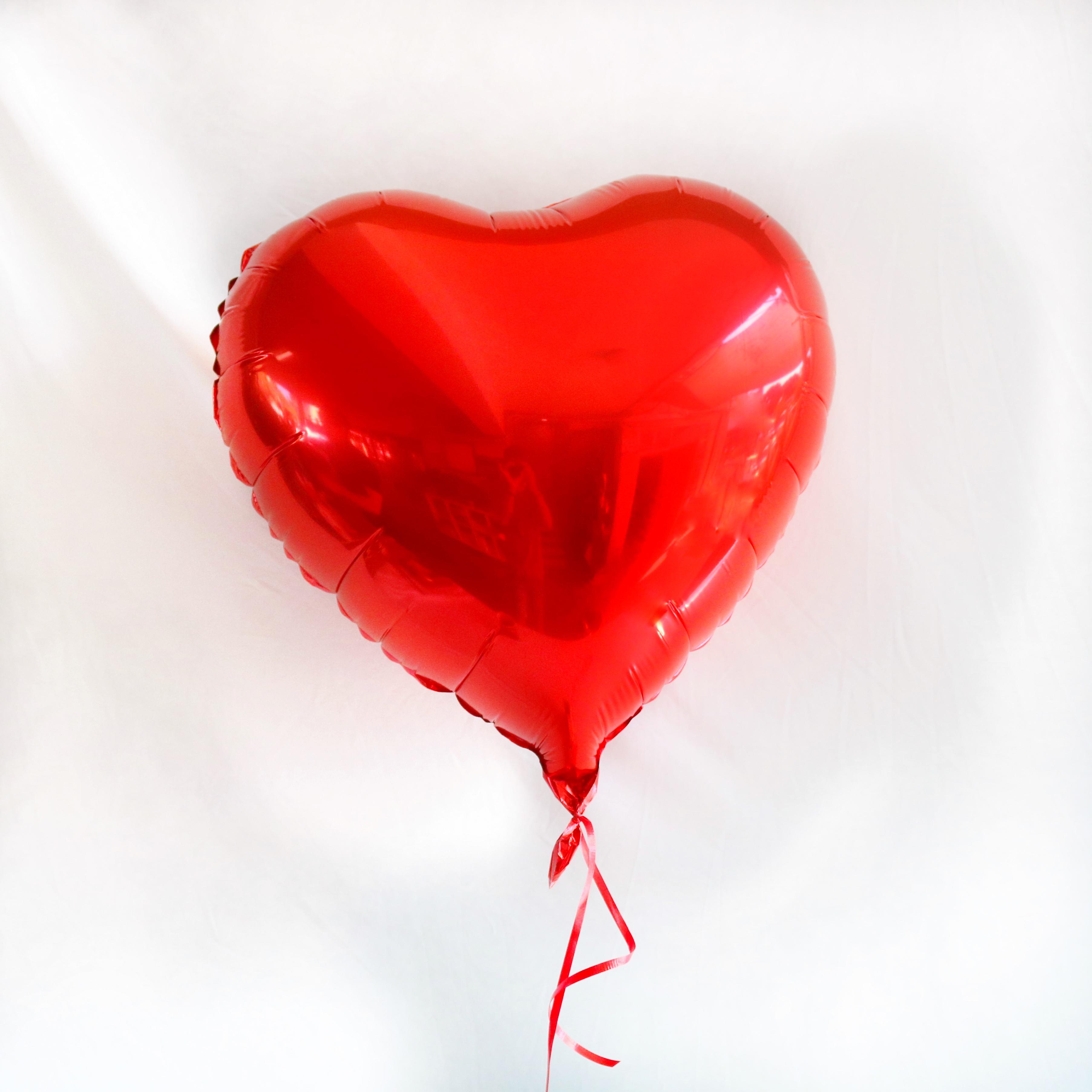 בלון הליום לב אדום